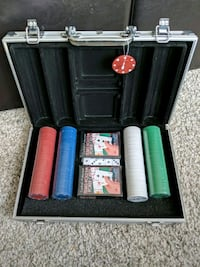 Poker set with case Brampton, L6S 6H1
