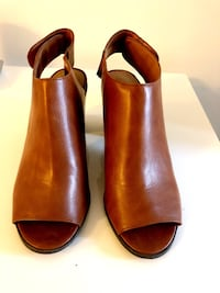 New brown ankle boots size 8 Toronto, M8V 0E3