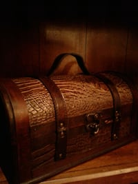 Very Nice Leather & Wood Chest $20 Euless, 76039