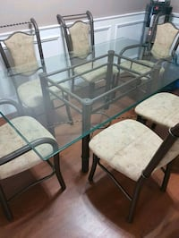 Beautiful glass dining table w/6 chairs.  Thorold, L2V 2E5