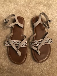 New toms sandals size 7.5 Alachua, 32615