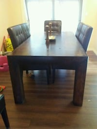 rectangular brown wooden table with four chairs di Langley Township, V4W 3P9