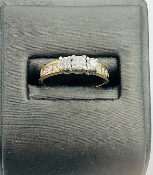 14k yellow gold and diamond ring  37159544-ef4e-483d-afbc-9daac34d7e64