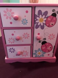 White and pink wooden jewelry box 24 km