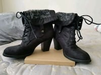 pair of black swayed leather heeled boots. Longview, 98632
