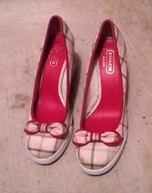 COACH ROUND TOE WEDGE HEEL PUMPS SIZE 8.5