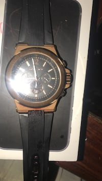 Mk watch forsale it has a tear also needs a battery,price is negotiable