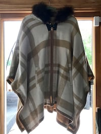 Brand New With Tags Wool Blend Via Spiga Cape McLean