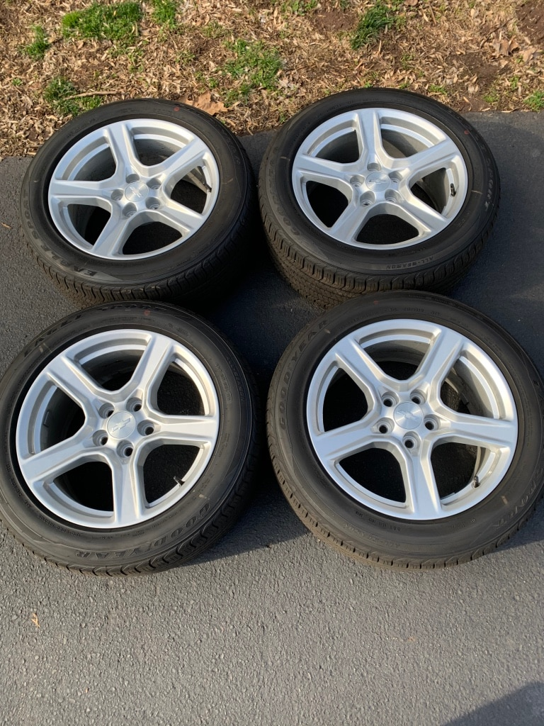 Photo 4 OEM Camaro wheels tires 18 inch 5x120 New take offs.TPMS included