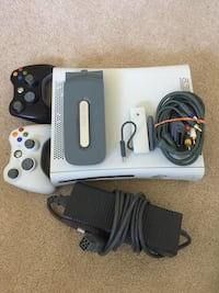 Xbox 360 w all cords, 2 controllers, wireless connector, and 60GB HDD Palatine, 60067
