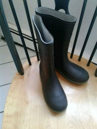 pair of size 4 kids black rain boots London, N6C 5J2