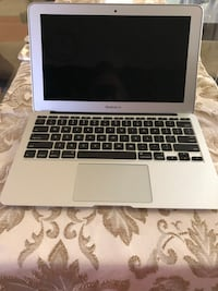 "Apple macbook Air 11"" Toronto, M1P 4M5"