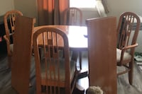 Solid oak kitchen table with 6 chairs and 2 leaves null