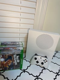 XBox 1 S 1Tb with controller and 12 games for xbox 360 and xbox 1