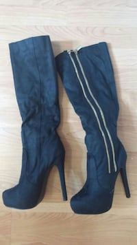 pair of black high heels Caledonia, N3W 1A1