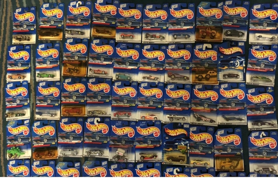 Photo 1998-2000 hot wheels collection and matchbox MJ23 Chevy Tahoe