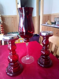 2 candle holders and a champagne glass saleing it Denham Springs, 70726