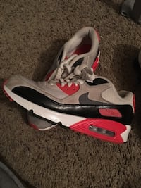 pair of gray-and-red Nike Air Max Pueblo, 81004