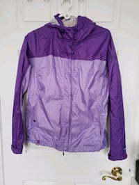 Small, wind proof jacket with draw strings