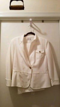 White size 10 jacket/pant suit Woodbridge, 22192