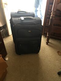 2 large suitcases Georgetown, 40324