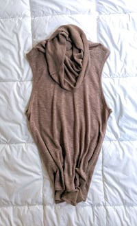 Sleeveless Taupe Top with Draped neck Montréal, H2X 2J7