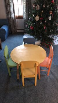 Childrens  table and chairs 379 mi