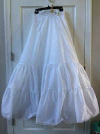 Wedding gown 2 tier slip. Franklin, 18235