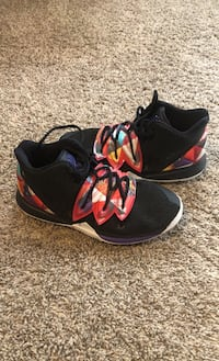 Nike Kyrie Boys Youth Patchwork Basketball Shoes Size 5Y