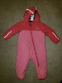 pink and white zip-up north face hoodie Centreville, 20121