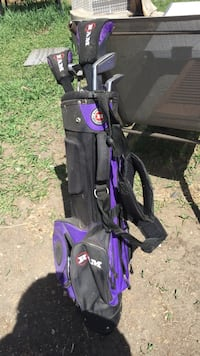 Black and purple golf bag with 6 golf clubs Coaldale, T1M 1C3