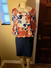 women's red and blue floral dress keyhole sleeve Detroit, 48234