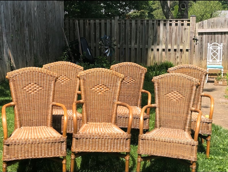 6 outdoor wicker chairs exelent condition  913e2e22-60d8-42cd-b418-f859d04ae6c7