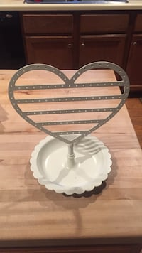 White heart-shaped pottery barn earring and jewelry holder