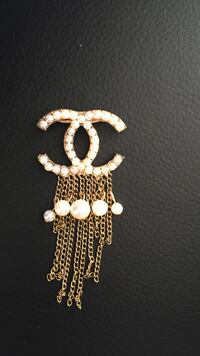 Vintage CHANEL CC Pearl Brooch Pin Gold