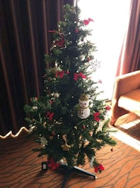 Fully Decorated Xmas tree 6ft tall Corona