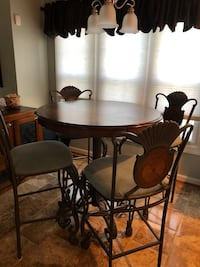 Bar style kitchen table with chairs like new Elkridge, 21075