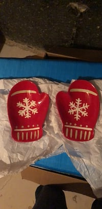 Set of 2 mittens dishes  Oakville, L6M 0H8