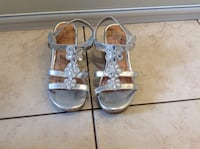 Silver shoes in grate conditions for kids size 1 Hamilton, L8W 3Z3