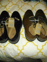 pair of black-and-brown shoes 3726 km