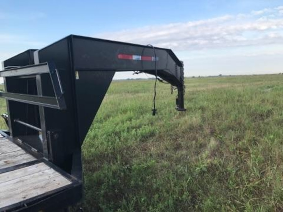 black flat bed trailer - TX