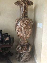 Marble vases ( 5ft11) we have 2 for sale in Boca Raton Laval, H7W 3J3