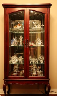 solid wood display cabinet - great condition Markham