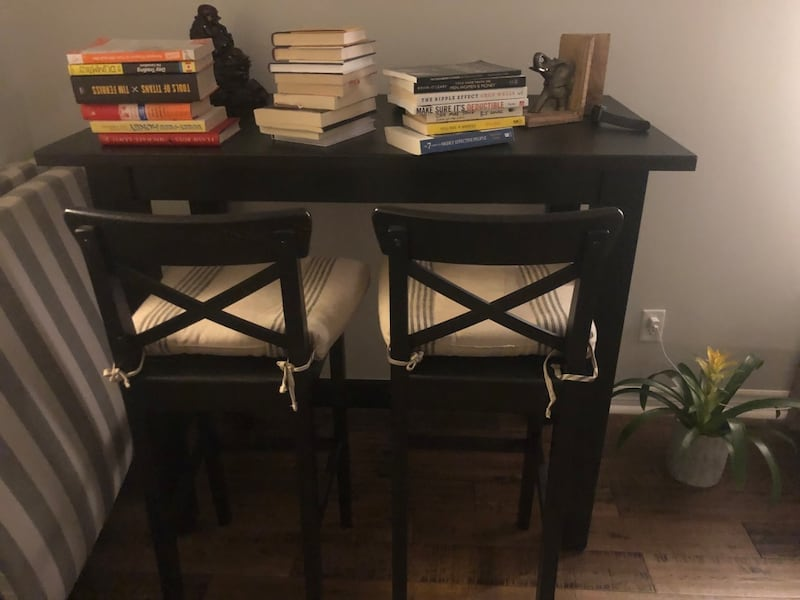 TALL DINING/BAR TABLE + 4 BAR STOOLS (IKEA) 69246a16-3270-47b9-927e-06189cbdf886