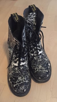 Doc martens Waterloo, N2T 2M7
