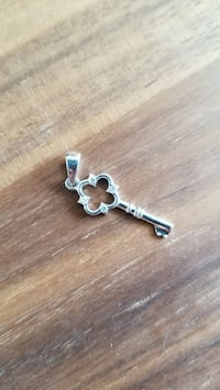 Small sterling key pendant Everett, 98204