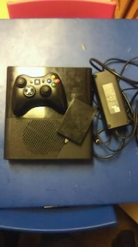 black Xbox 360 console with controller Elkhart
