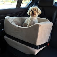 Pet Travel Bed with safety belts 16 x 16 inside with zippers for easy cleaning very comfortable Beige color made by Animal Matters Dallas, 75243