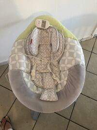 Baby's gray and white bouncer Delhi, 95315