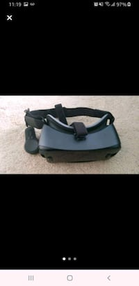 Samsung Galaxy VR with controller
